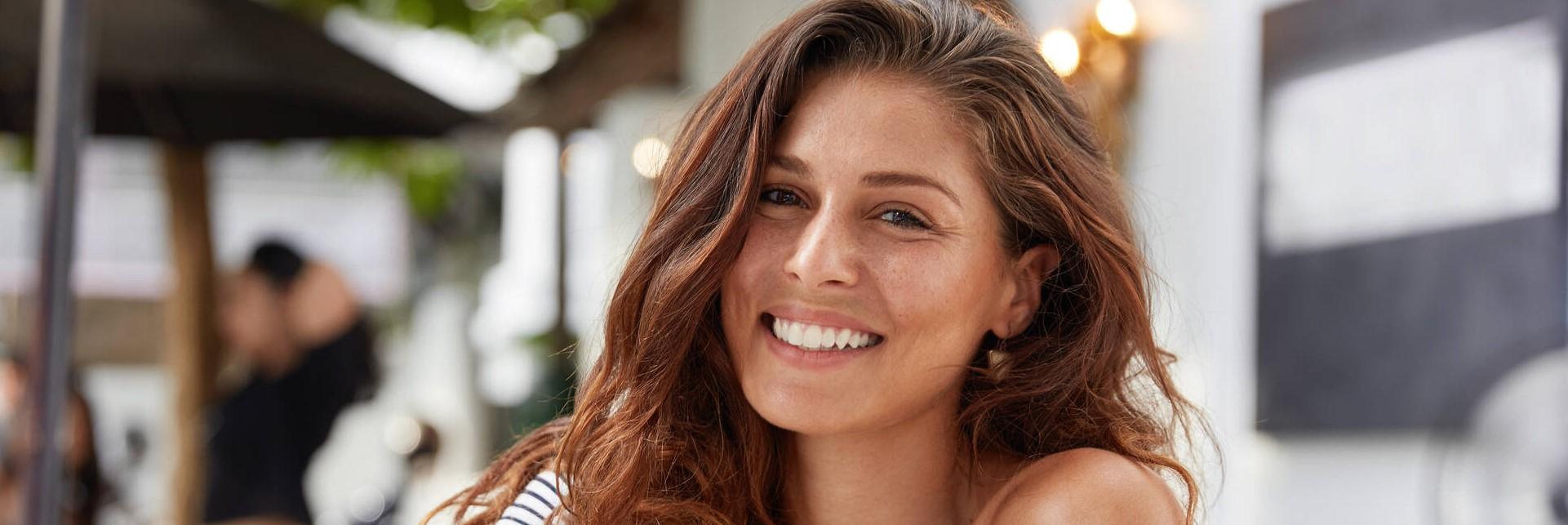 review mindfulness voor het dagelijkse leven blije vrouw